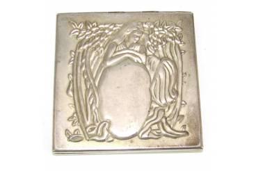 Vintage Powder Mirror Compact Case Box Lady Flowers Etched Design