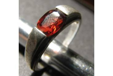 Vintage Jewelry Sterling Silver Ring Band Red Ruby Color Stone US Size