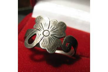 Vintage Jewelry Sterling Silver Ring Band Shamrock Flower Size 7